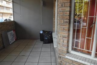 This 98sqm flat located in Potchefstroom Central offers you 1 bedroom, a bathroom with bath and shower, open plan kitchen and living ...