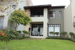 Exclusive Sole Mandate on the Garden Route. These units with sea view seldom come onto the market.   This is an exceptional open plan ...