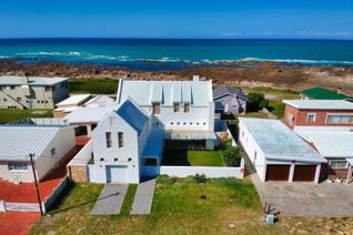 Exclusive Mandate : The living is easy in this exquisite, generously proportioned ...