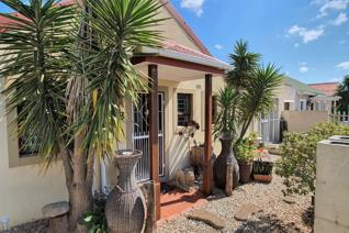 A perfect 3-bedroom, 1.5-bathroom starter home - situated in a quiet crescent. Stop ...