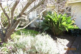 Neat sunny cottage situated in Helderberg Village close to Healthcare and all amenities. ...