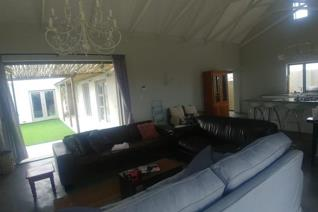 This 3 X bedroom holiday  house is for rent in Yzerfontein( 16 Male beach).  Each room ...
