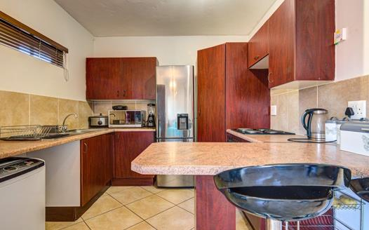 2 Bedroom Townhouse for sale in Glen Marais