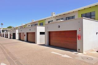 Fairly newly built modern duplex unit measuring 194m2 located in the popular suburb of ...