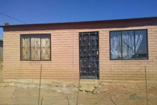 Great opportunity for first time buyers in Dewetsdorp/Morojaneng. This property has a toilet outside and has tiled flooring. There are ...