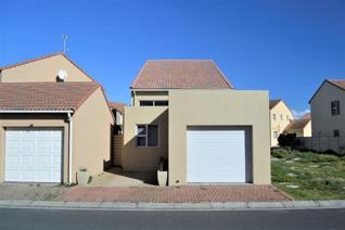 This home is only 18 months old and situated in the popular Capricorn beach security ...