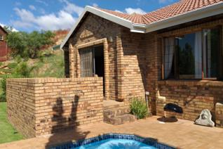 This lovely facebrick unit is situated in the heart of Wilro Park.  The complex consists ...