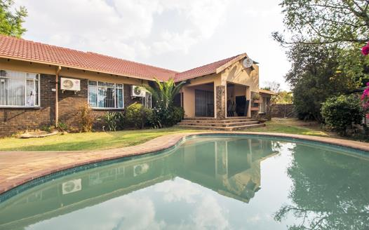 4 Bedroom House for sale in The Reeds
