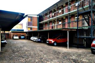 This spacious 1 bedroom flat is available for rental immediately. The Block of flats is ...