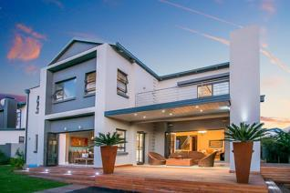 Distinctively designed and built with flair and style, merging aesthetic form with the efficiency of function.  4 spacious and light ...