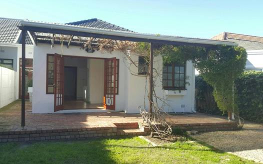 2 Bedroom House to rent in Claremont