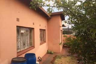 3 bed rooms house all bed rooms are fitted with wardrobes  and main bed room has a well ...