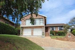 This immaculate home has stunning views and is within walking distance of the Kowie ...