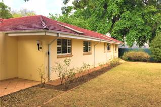 Exclusive address unbelievable value.  Large spacuious single storey house with wooden floors throughout.  Walking distance to Rosebank ...