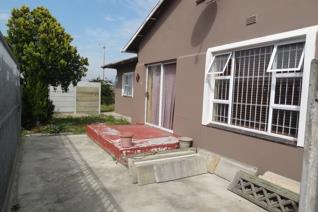 Exclusive Sole Mandate - Situated in Belrail   This house has 5 spacious bedrooms which ...