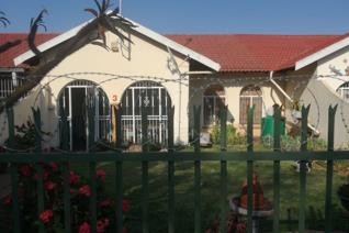 This house has an open plan lounge ,dinning room ,and 1 kitchen well fitted and with 2 bed rooms all fitted and toilet and bathroom .it ...
