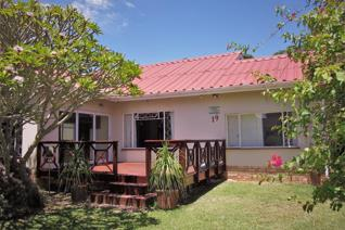 Charming single storey 2 bedroom home with outside 2 bedroom guest suite. North facing ...