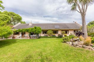 A much loved family home, conveniently positioned, good flow and endless opportunities. ...