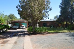 TIMELESS, TRADITIONAL & CLASSIC This stunning home is situated in a peaceful  location in Upington. Offering stunning views on a ...