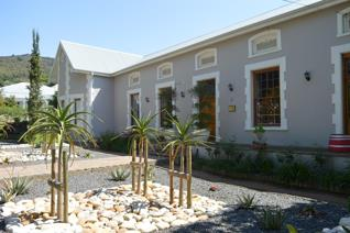 4 STAR GUESTHOUSE OR LARGE FAMILY HOME  1853 Victorian top rated 4-star guesthouse, perfectly located in a quiet street in Paarl ...