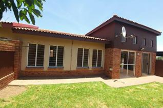 Stand size 285 m².   Property located in Witbank, situated in the suburb of Reyno Ridge.   This full title plaster house offers 2 ...