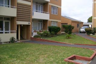 This two bedroom ground floor unit is in prestine condition. Located in a well run ...