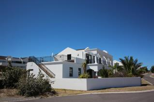 Kbs proudly presents this refreshing neat and crisp coastal home in prestigious shelley ...