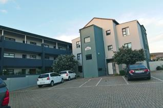 Beautiful upmarket apartment on ground floor and man gated security. The unit is spacious and very modern. Open plan kitchen with lots ...