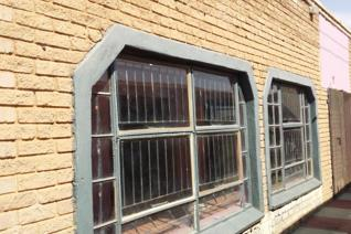 Liquor outlet business for sale with liquor licence in prime area in Klerksdorp Kanana Location, Orkney  Very spacious with inside ...