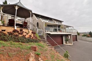 This airy home has spectacular ocean views. An entertainers dream; breathe in the view of the relaxed lifestyle of Umdloti from the ...