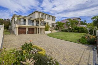 Just move into this absolutely stunning family  This beautiful family home offers ...