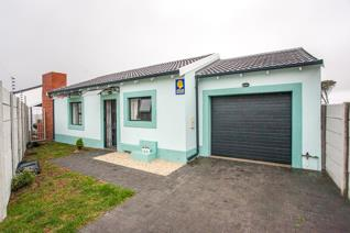 This lovely 3 bedroom house is to rent in Pinelands. Also offers an open plan kitchen with a lounge, 2 Bathrooms, Single garage and an ...