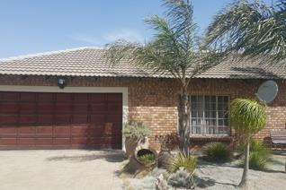 This family home offers you 4 bedrooms, 2 bathrooms, tv room, lounge with a fire place, built in braai, beautiful wooden kitchen with ...