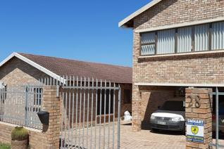 SOLE MANDATE BY AGENT NET - JEFFREYS BAY This home is the ideal property for the family who wants to be near everything yet privacy is ...