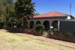 This Big Corner Stand Property offers; 4 Spacious Bedrooms , 2 Bathrooms, Family room, Large Kitchen with seperated ...