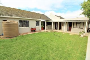 This is a home with a country feeling spacious and lots of parking space, a large erf of ...