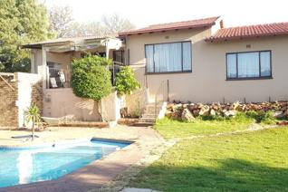 Available 1st January is this immaculate family home close to all amenities is offering ...