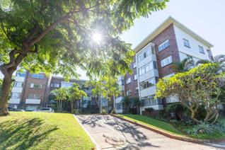 Brand New Sole Mandate. Lovely 1.5 unit elevated on ground floor set in amazing park ...