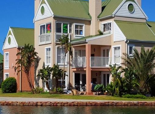 8 lock-up and go apartments in Jeffreys Bay under R1m