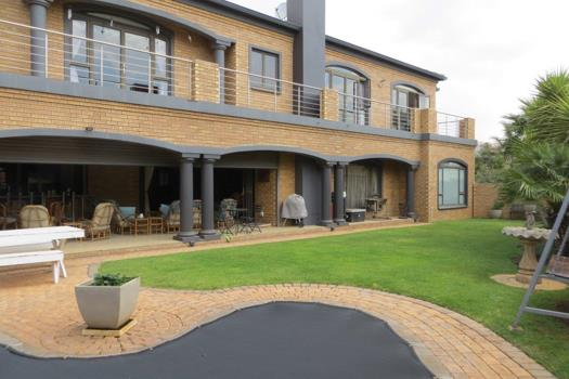 5 Bedroom House for sale in Ruimsig