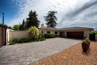 This lovingly maintained, modern home offers an expansive open-plan kitchen, dining and lounge area. The kitchen is fully equipped with ...