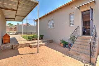 This neat family home is situated close to major routes and shopping centres and it is within walking distance to Laerskool Generaal ...