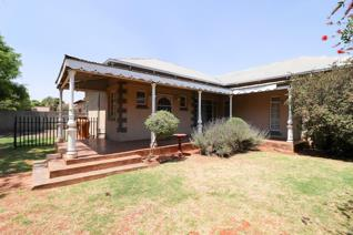 This Golden oldie is as neat as a pin. The main house offers three spacious bedrooms with (BIC) one modern bathroom plus a spacious ...