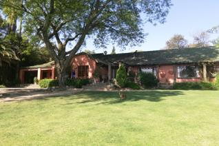 This Blissful 3.6 ha small holding is situated just off Beyers Naude which makes it ...