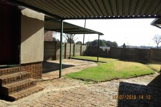 MIDDELBURG FAMILY HOME FOR SALE IN PULLENSHOPE  Save to raise your children, Good School and creche, small shopping centre ...