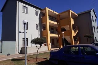 This low maintenance property in the heart of Soweto (Jabulani) offers a beautiful open plan, well maintained and with kitchen that ...