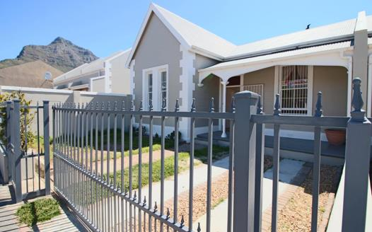 2 Bedroom House for sale in Observatory