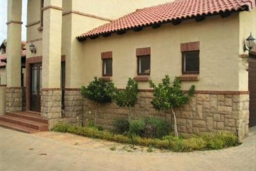 4 Bedroom Townhouse to rent in Midstream Estate