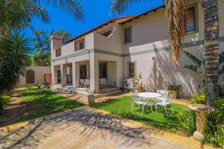 Situated in one of Barbeque Downs most sought after complexes, Fountain De Vaucluse this beautiful cluster has everything a family ...