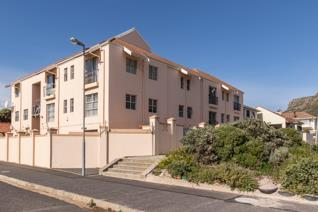 This two-bedroom apartment in Muizenberg Village has its own private and secure garden / courtyard of 42 square meters and a secure ...